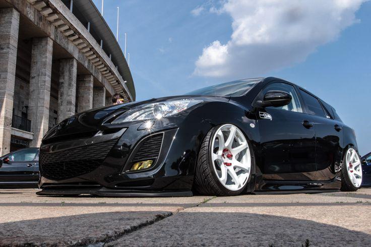 Tiefer geht nicht: Ein Mazda 3 am Boden! https://www.autotuning.de/tiefer-geht-nicht-ein-mazda-3-am-boden/ Bagged, Low, Mazda 3, Mazda Axela, Mazda Tuning, Stance