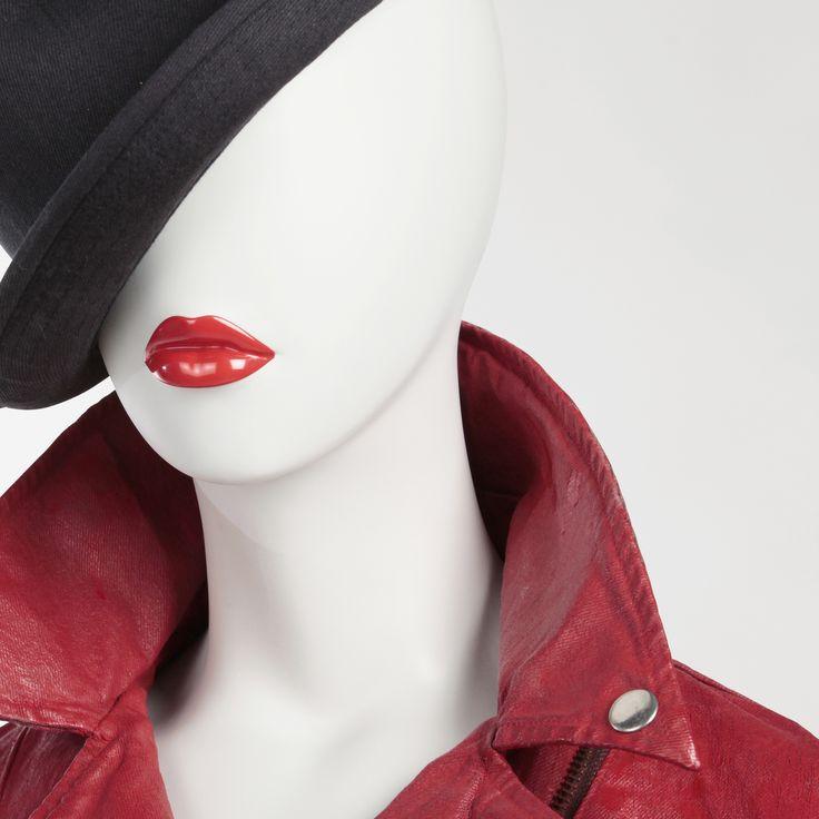 Ref : 7617 Lips ref : B1.O4.F2 Shop window design Shop window display Visual merchandising Shop window mannequin