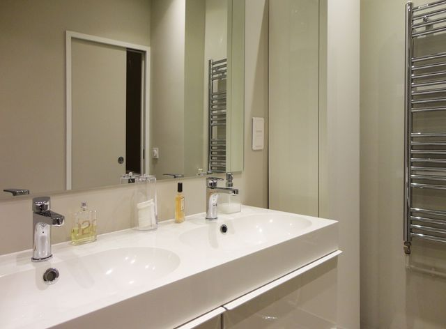 Les 25 meilleures id es de la cat gorie salle de bain 5m2 for Prix pour refaire une salle de bain de 5m2