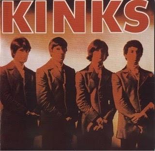 """En 1964 consiguieron su primer n.º 1 en las listas británicas con """"You Really Got Me"""", su canción más emblemática, dándose a conocer como parte de la Invasión Británica en Estados Unidos (n.º 7 en Billboard) Esta canción ha permanecido como una de las más significativas de la década de los 60 y su sonido es considerado precursor del Hard rock."""