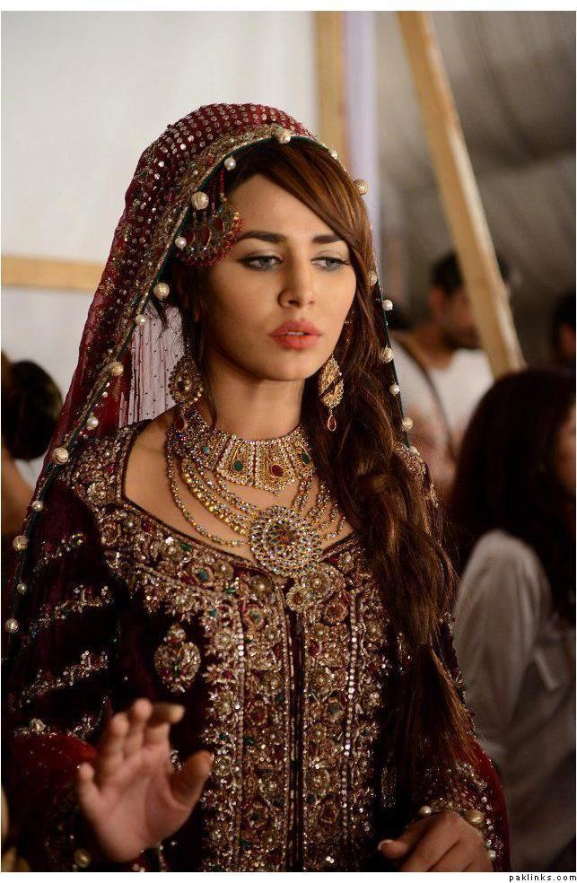 maroon bridal dress, pakistani bridal dress