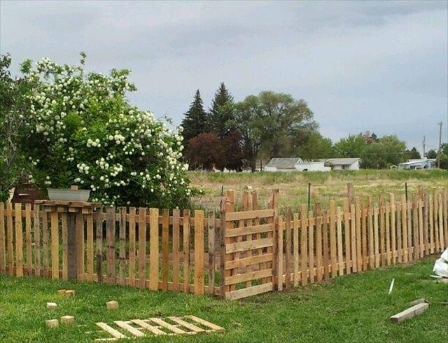 Pallet Yard Furniture: Pallet fence plans