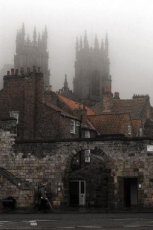 Туманный день, Йорк, Англия