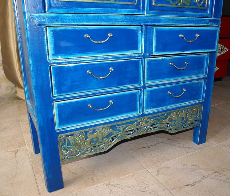 Традиционный китайский шкаф. настоящая винтажная вещь! Украсит любой не ординарный интерьер. Кому нужно-обращайтесь! +7(499)390-97-29