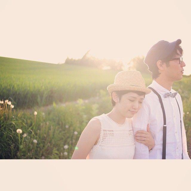 #北海道 三愛の丘に行ってみたけど いやいや もちろん丘はとっても綺麗で北海道ならではの美しい風景なんだけど 西日を受けた新婦ちゃんはもっともっと綺麗で 風景なんかどーでも良くなったので人物本位で撮っちゃいました。 #結婚写真 #花嫁 #プレ花嫁 #結婚 #結婚式 #結婚準備 #婚約 #カメラマン #プロポーズ #前撮り #エンゲージ #写真家 #ブライダル #ゼクシィ #ブーケ #和装 #ウェディングドレス #ウェディングフォト #七五三 #お宮参り #記念写真 #ウェディング #weddingphoto #bumpdesign #バンプデザイン