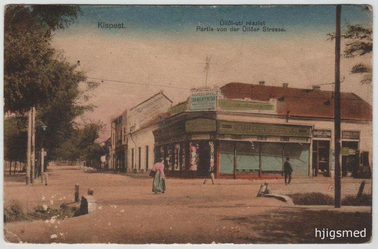 """39. kép: Üllői út, Piac téri sarokház, Füredi Miksa divatáruháza. Füredi Miksa """"Uri divat"""" nagyáruháza mellett egy régiúj bolttípus látható, Magyar Dohány és Szivar Áruda néven, Fernbach Tamás üzlete előtt. A cégér fölött a Kispesti Bank Takarékpénztár hirdeti magát, miszerint 1911. augusztus 29-én e házban megnyílik a nagyközönség számára."""