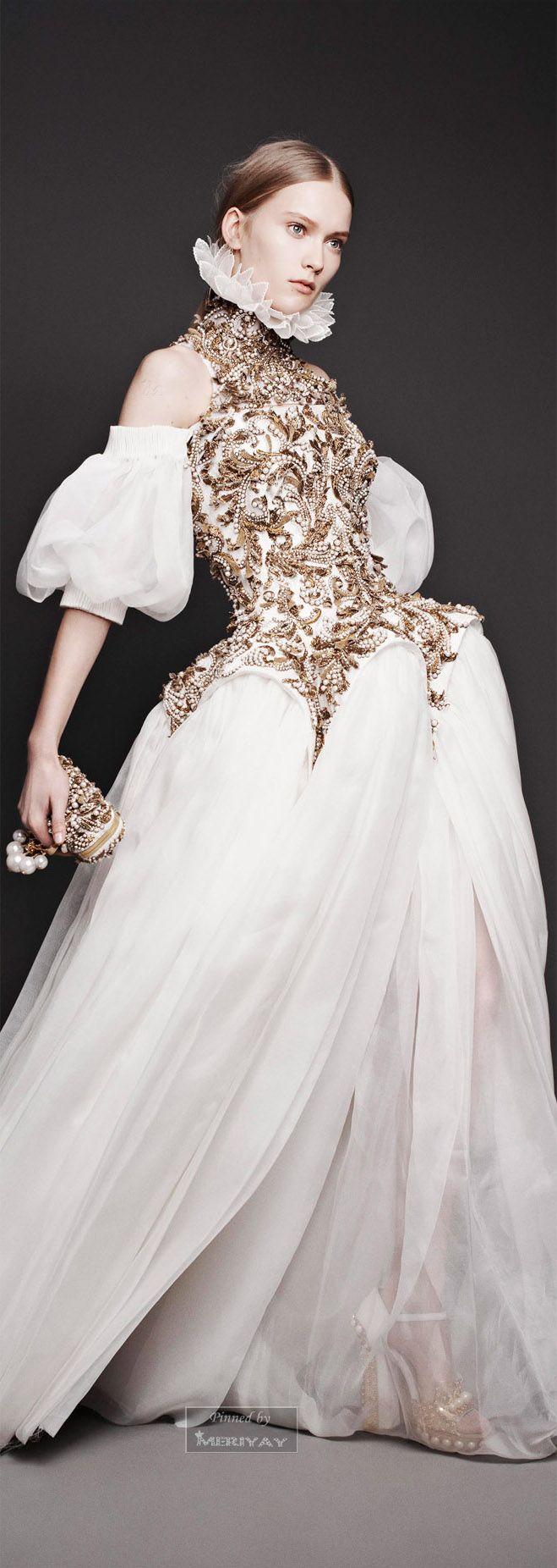 Vestido Alexander Mcqueen variante de estilo barroco                                                                                                                                                                                 Más