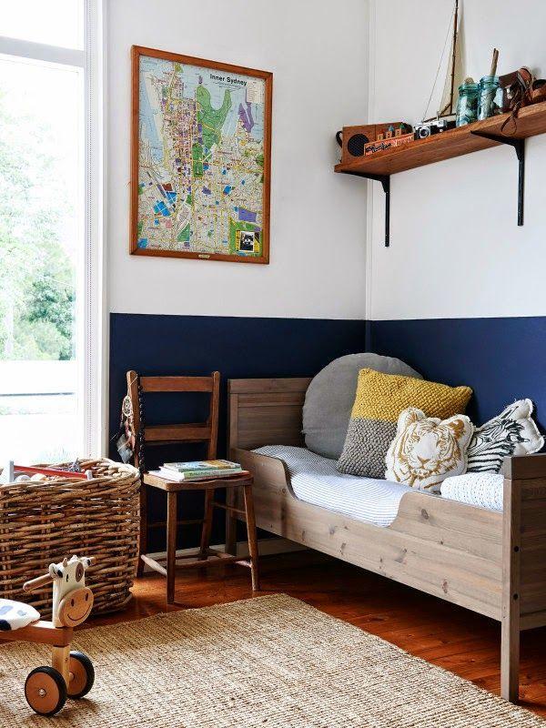 1/2 painted wall Keltainen talo rannalla: Rustiikkia, modernia ja puupintoja
