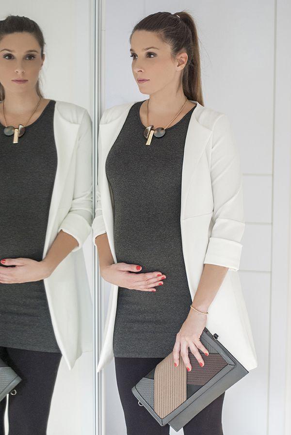 #SophieArtPhoto #futureal #white #blaser #grey #fashion #fashionblogger #style #streetsyle #accessories #necklace #bracelet #clutch #maternitywear #pregnancy #casual #ilovemomblog