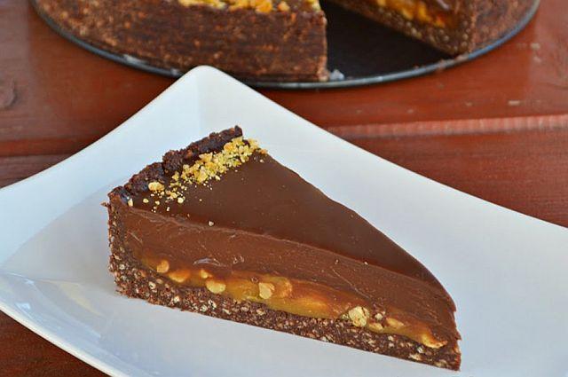 Nagyon csokis karamellás keksztorta