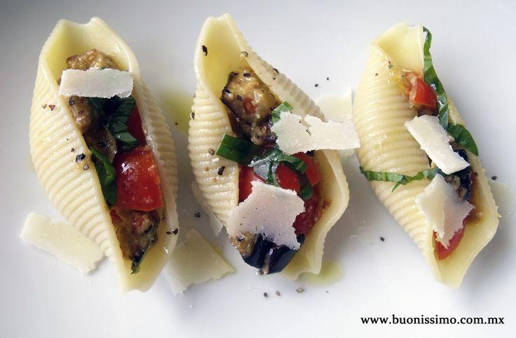 Pasta conchiglioni con berenjena y jitomate con pesto de naranja y almendras #bocadillos #pasta #buonissimomexico #chalupinski