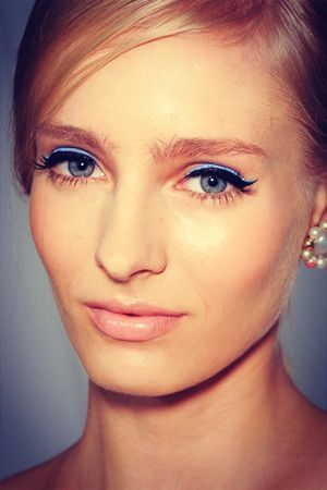 Azure Accents, eye trends, winter eye trends, makeup, winged eyeliner, cat eye, blue accents