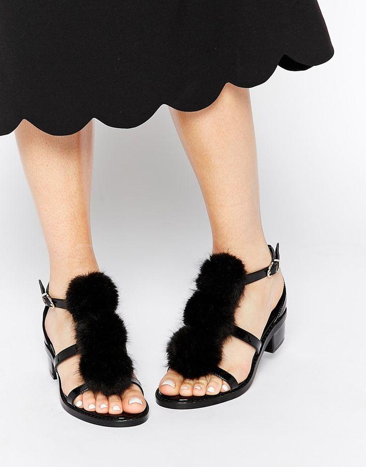 no me gustan estos en particular, pero pienso q se le puede agregar un big pompom a cualquier sandalia o chatita y quedaria genial! ASOS FLEMMING Pom Pom Sandals