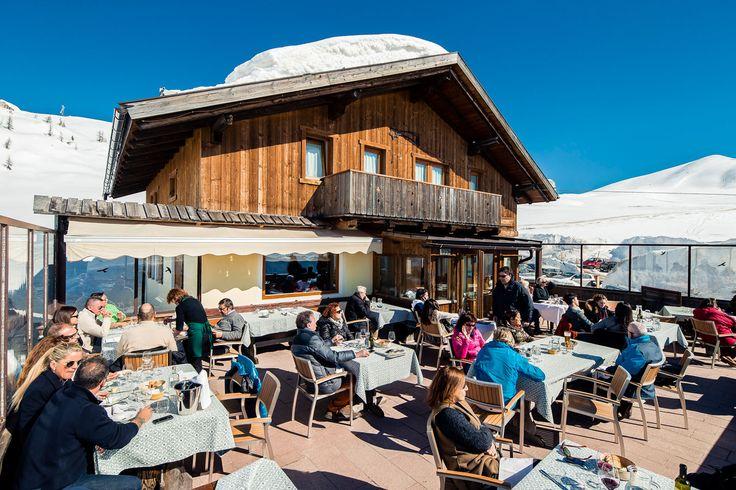 La terrazza del Ristorante Da Aurelio al Giau. http://www.da-aurelio.it
