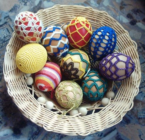 remember for EASTER---These remind me of the Ukranian Eggs that I made years ago the traditional way.  These are on my to-do list now!