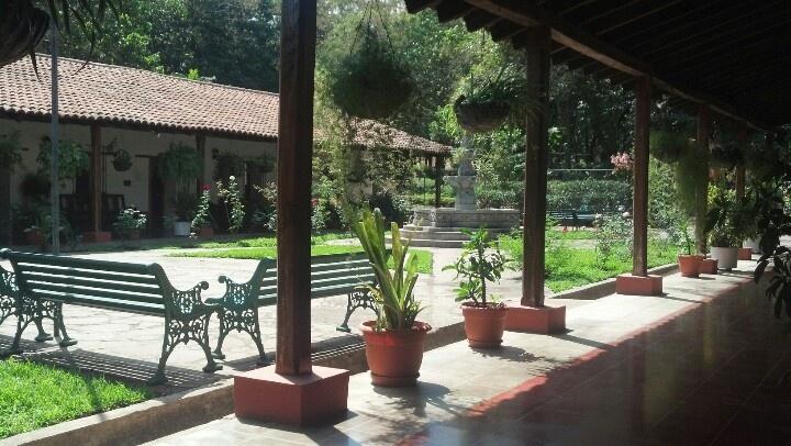 Casa blanca en Chalchuapa, El Salvador!!