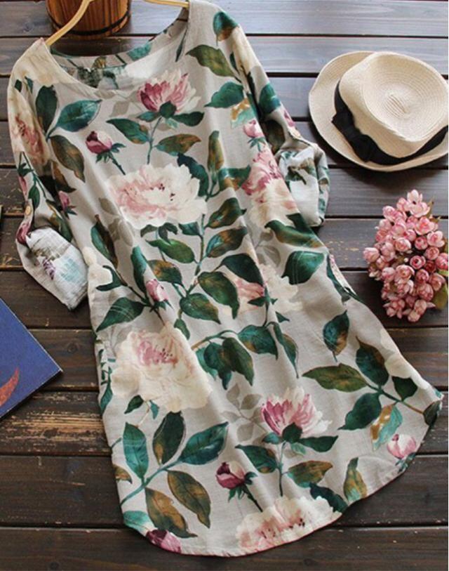 Vestido de colores nudes con estampado de flores con colores combinables, sombrero de color crema con cinta negra. Look para salir de compras, cita con tu novio en verano, etc.