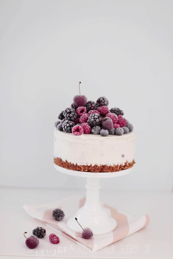 Mojito yogurt ice cream cake with berries