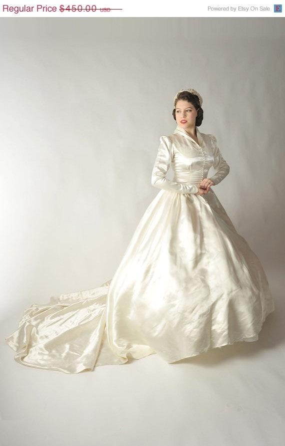 Awesome 50s wedding dress