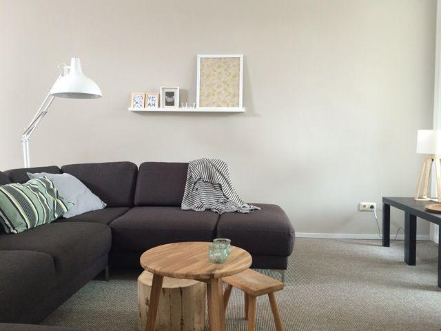 Tafeltjes (Leenbakker, kringloop, houtzagerij), zwarte tafeltjes (Ikea), grote lamp (Wehkamp