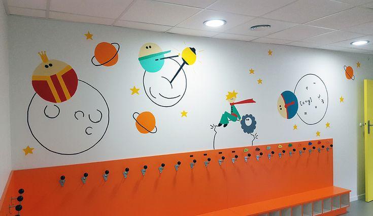 Décoration crèche municipale / Pôle Petite enfance Le petit Prince Oullins : Le petit prince et les planètes avec le roi, l'allumeur de réverbère et le comptable