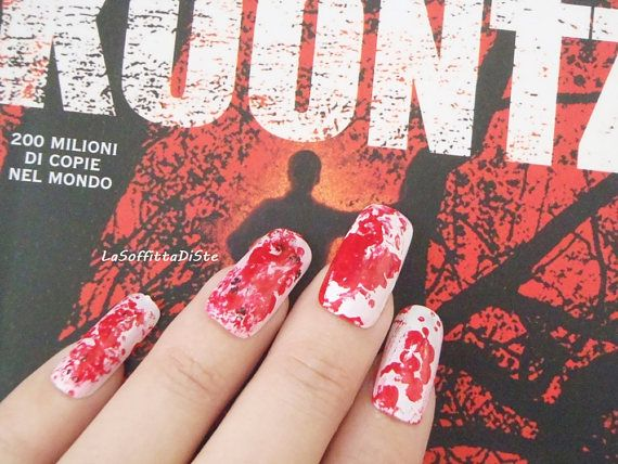 halloween unghie finte sangue splatter nail art horror