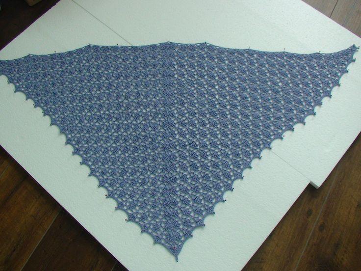 Elise shawl, gemaakt van record 100% katoen en een 2mm naald. Lavendel kleur