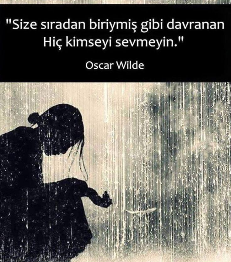 Size sıradan biriymiş gibi davranan kimseyi sevmeyin! Oscar Wilde
