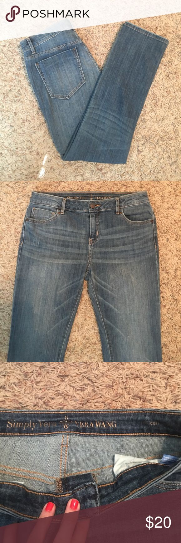 Simply Vera Wang women's jeans! Size 8, roll cuff Capri style in great condition! Can be cuffed or not! Simply Vera Vera Wang Jeans