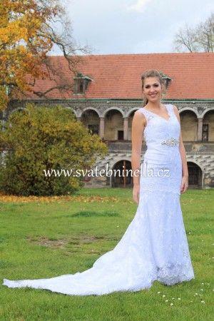 Bílé svatební šaty s vlečkou velikost S 36-38. Ceny na www.svatebninella.cz   #svatebníšaty, #bíléšaty, #svatební #šaty, #půjčovnašatů, Svatební studio Nella, Česká Lípa