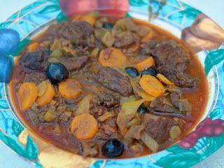 Ma Cuisine et Vous   Gardiane de sanglier    (recette inspirée des Carnets de Julie)       Préparation: on commence 48 h avant la cuisson   Cui...