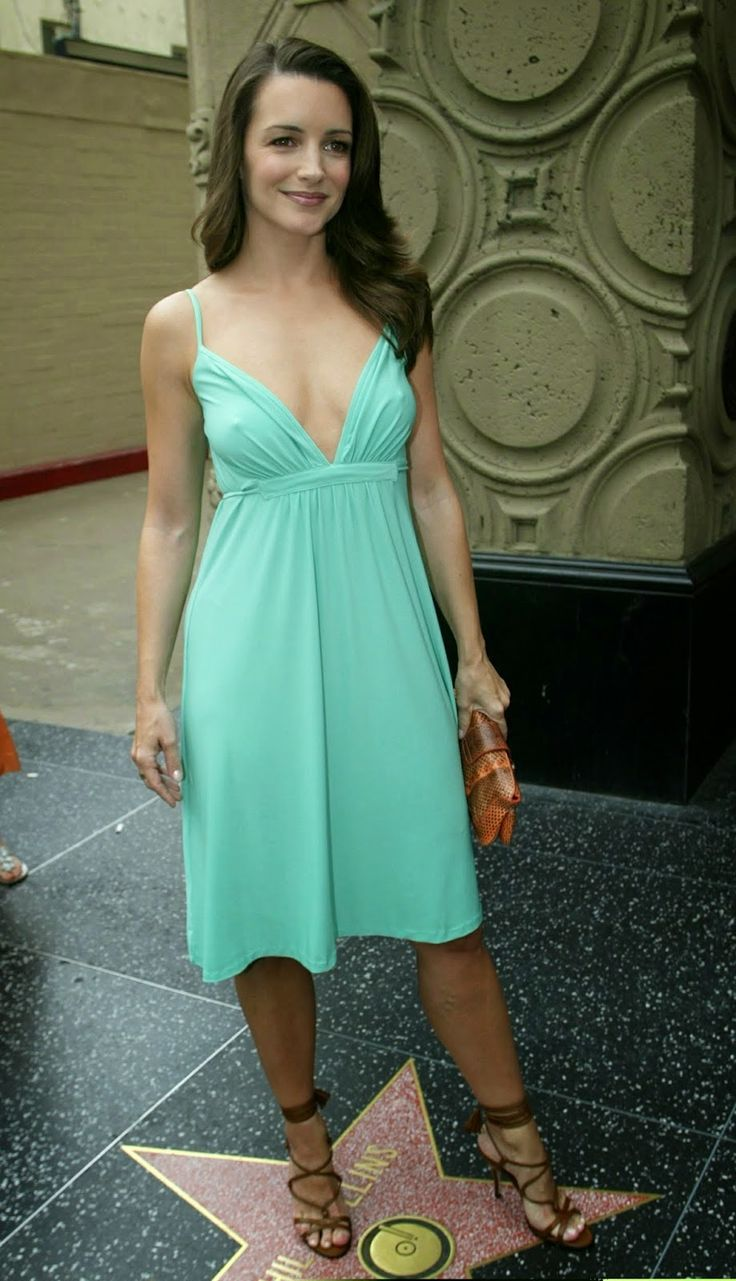 Kristin Davis pokies in braless green dress | ELPIDA TV GREEK