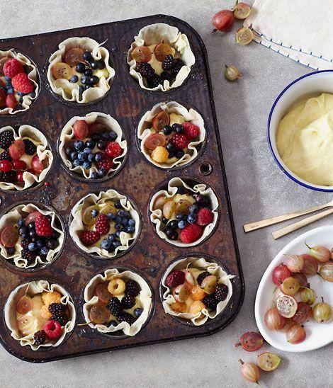 {summer berry tarts}Summer Sweets 16, Flavored Stories, Desserts Summer, Tarts Recipe, Oh Joy, Summer Brunches Recipe, Summer Berries Desserts, Berries Tarts, Fruit Tarts