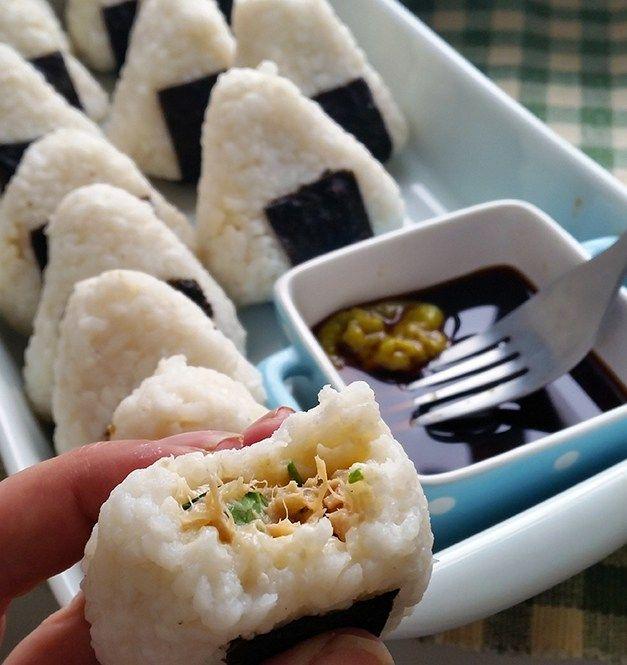Onigiri au thon, échalotes et persil
