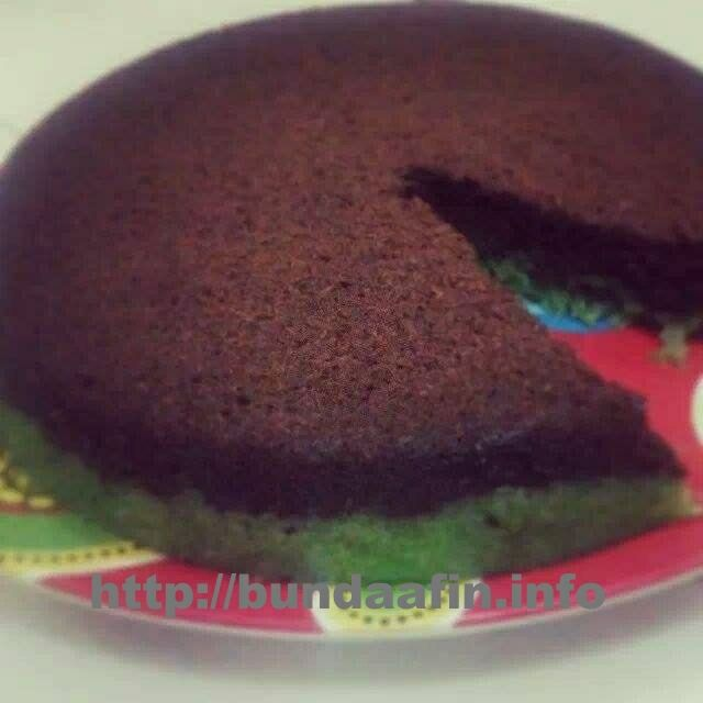 Pingin bikin kue tapi peralatan masih terbatas? hyyuuuk,,, mari di coba resep salah satu kreasi kue yang NO mixer NO oven, Cake Ketan Choco Pandan!