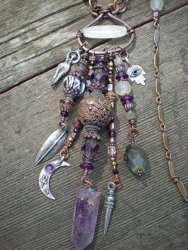 Cuando estoy en pleno ejercicio de mi autoridad energetica, no hay amuleto mas poderoso que eso contra cualquier otra cosa. Goddess Protective Amulet Necklace