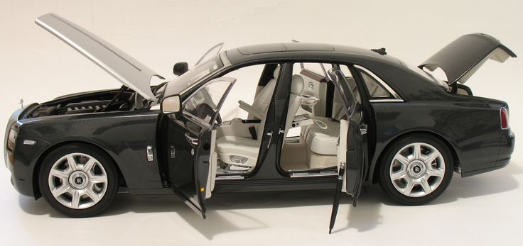 2011 Rolls Royce Ghost Short Wheel Base Kyosho 08801TGR Scale 1: 18 Note the Umbrella
