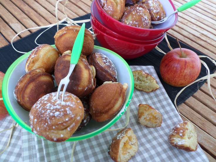 Doughnut balls filled with apple sauce | Frittierte Teigbällchen mit Apfelfüllung