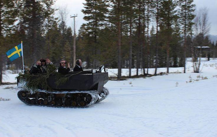 Mot toppstugan 1000 m.ö.h med bandvagn #wedding #tännäskröket #tännäs