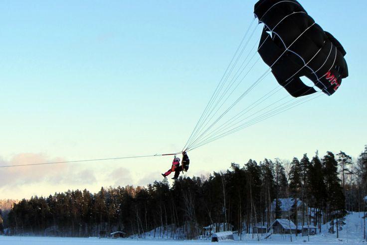 Winter-Parasailing auf dem gefrorenen Saimaa-See - http://bit.ly/WinterParasailing