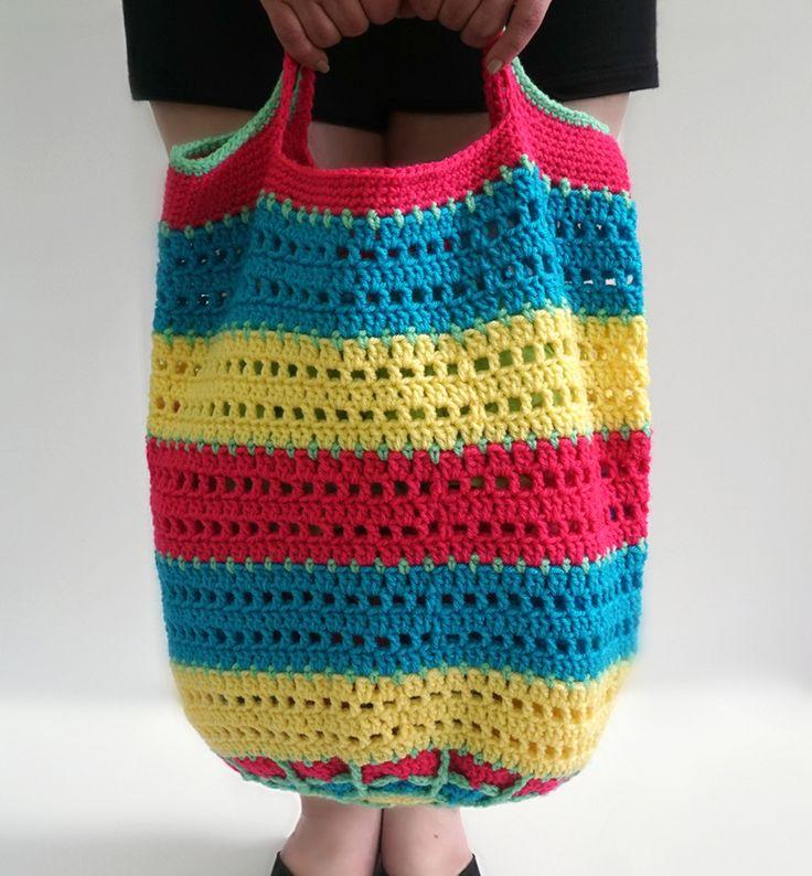 Vanna Mandala Tote - FREE crochet pattern by Tamara Kelly of Moogly