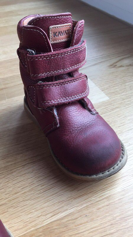 Mein Dunkelrote gefütterte Stiefel  von KAVAT! Größe 26 für 49,00 €. Schau´s dir an: http://www.mamikreisel.de/kleidung-fur-madchen/halbhohe-stiefel/46472894-dunkelrote-gefutterte-stiefel.