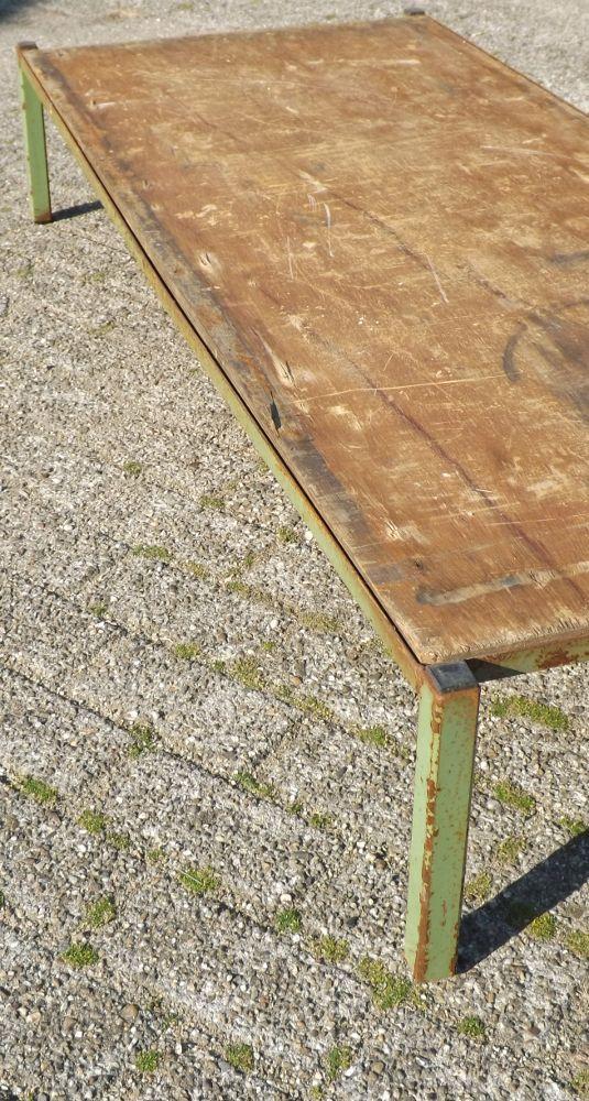 Metalen Industriele Tafel.Industriele Salontafel Groen Metalen Onderstel Met Een