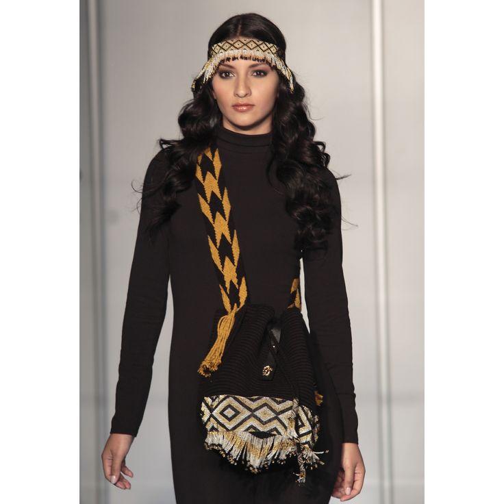 Mochilas Najash! Tejida a mano por los Indígenas Wayuu con un accesorio en chaquiras tejido a mano por los Indígenas Embera! Indígenas Colombianos! Email contact@najash.co