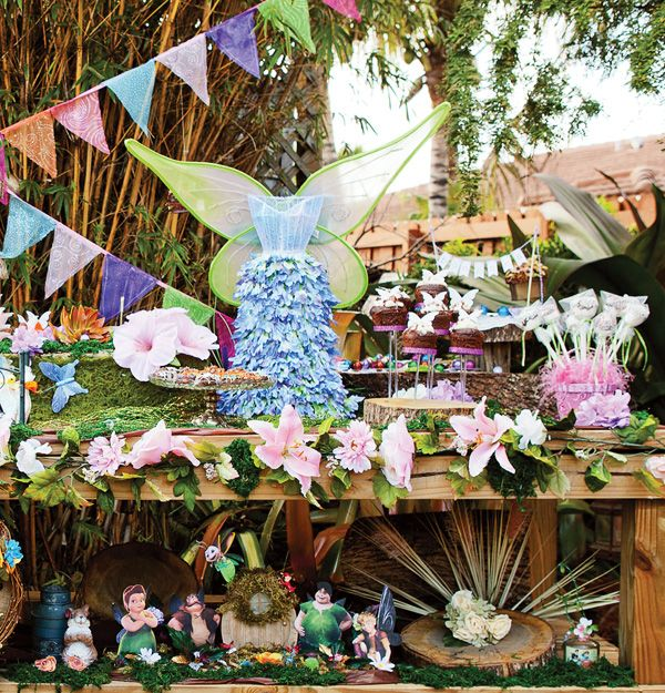 Magical Backyard Pixie Hollow Tinkerbell Party.  Enchanting doesn't begin to describe this.  I love it.
