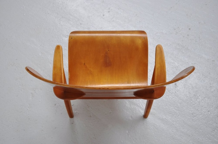 top view of a Domus Lux lounge chair by Ilmari Tapiovaara (1948)