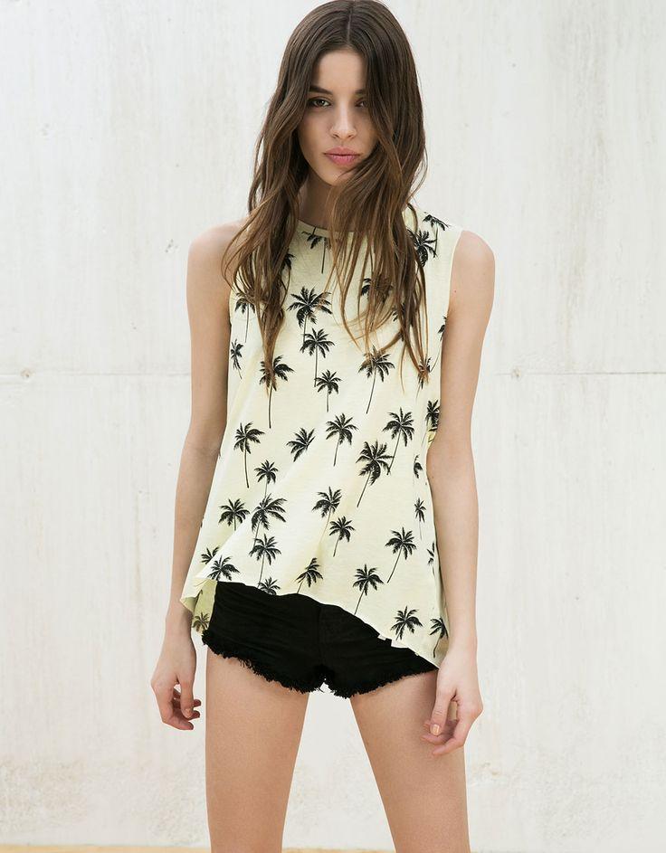 T-shirt manga cava 'Palms/Bananas'. Descubra esta e muitas outras roupas na Bershka com novos artigos cada semana