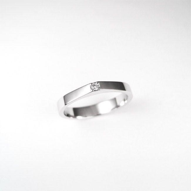 Engagement ring, minimalistic. Zaročni prstan.   #wedding #engagement #ring #proposal #isaidyes #handmade #gold #diamonds #jewelrydesign #jewelry #joyeria #fashion #alternativebridal #showmeyourrings #zarocni #porocni #prstan #zlato #diamanti #nakit #moda #izdelanorocno #metalsmith #topaz #bluetopaz #minimalistic