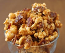 4dice xmas party  •6 slices bacon  •5 cups popped popcorn (preferably plain)  •1/2 cup packed brown sugar  •4 tbsp butter  •2 tbsp light corn syrup  •1/4 tsp baking soda  •1/3 cup toasted, chopped pecans  •Candy thermometer
