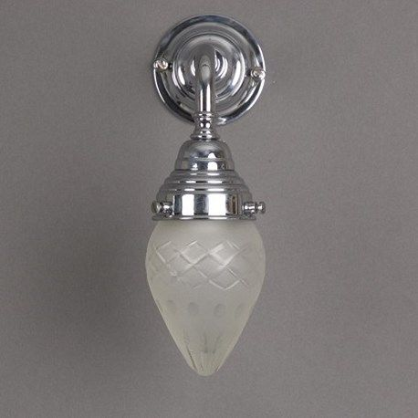 Badkamer wandlamp met glanzend chroom armatuur en kleine, vol geslepen ...